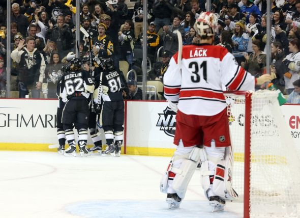 eddie-lack-olli-maatta-nhl-carolina-hurricanes-pittsburgh-penguins-590x900
